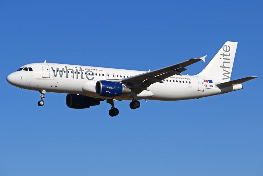 CS-TRO White Airlines