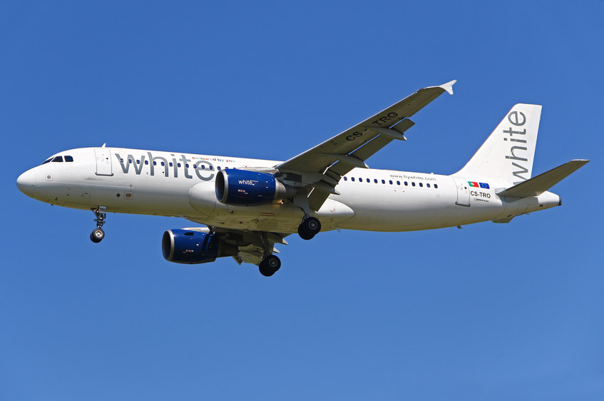CS-TRO White Airlines