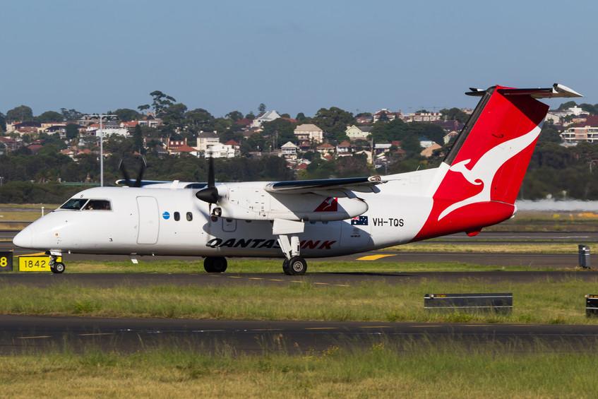 VH-TQS Qantas Link DH8-200