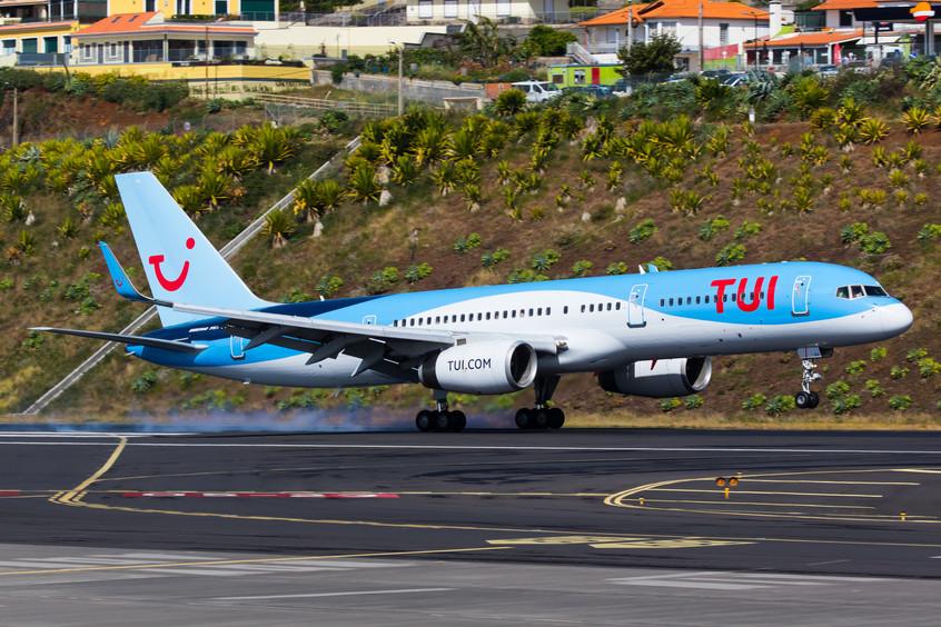 G-OOBA Thomson Airways B752