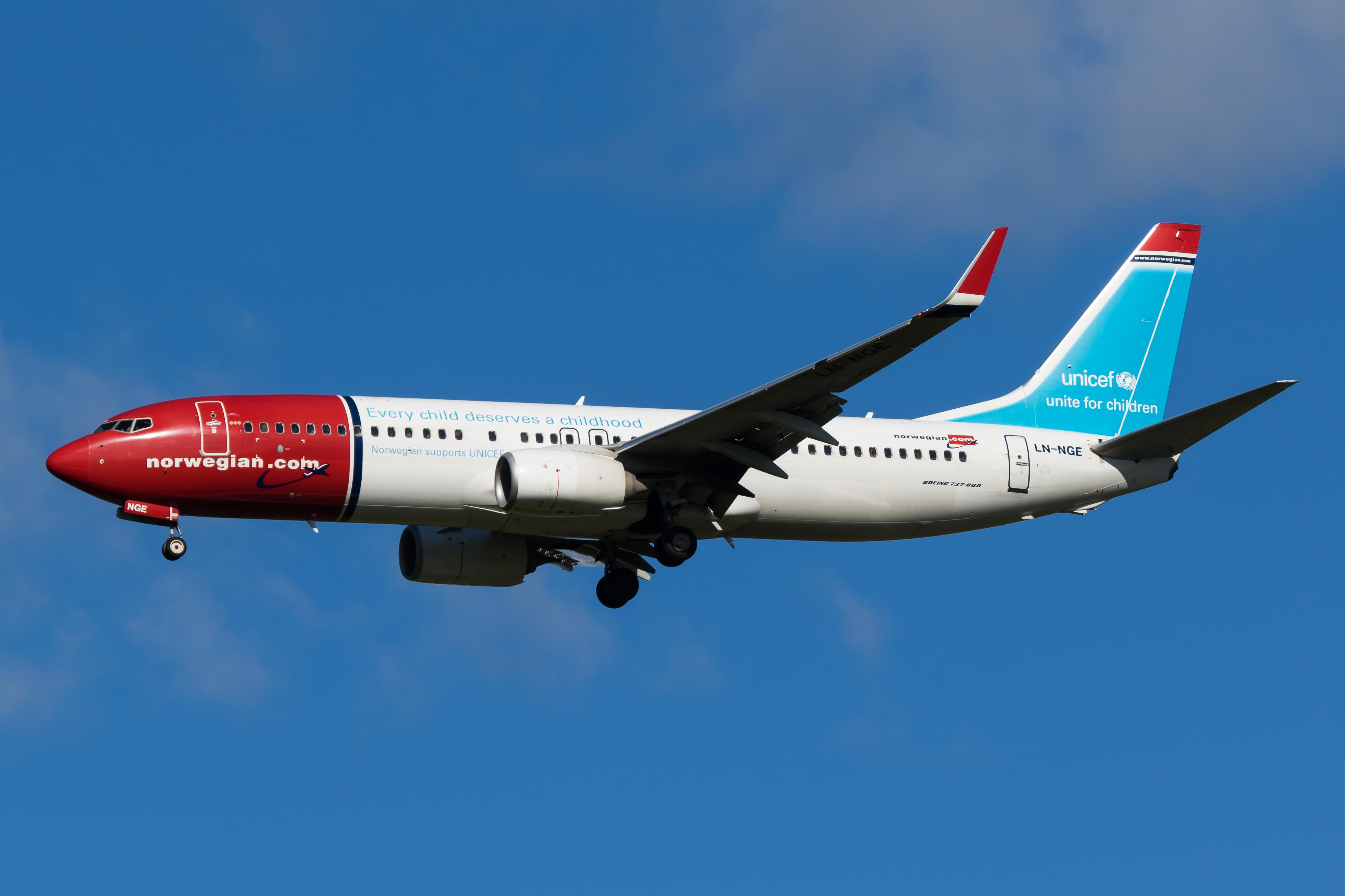 LN-NGE Norwegian B738