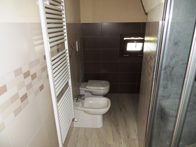 Camera 2 - Bagno con doccia
