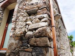 Esterno in pietra originale