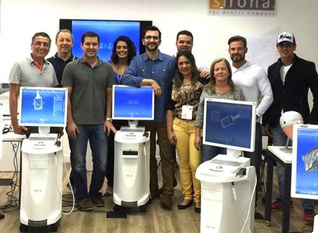 ACONTECEU | Dr. Fernando Peixoto coordena aula do sistema CEREC CAD/CAM na Sirona BR, em São Paulo