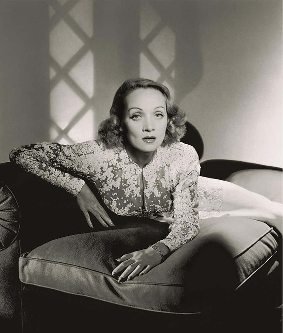 Classics - Marlene Dietrich, 1942 (Small size)