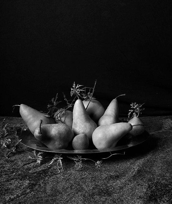 Peras con bandeja II. Black & White. From the bodegon series, 2015