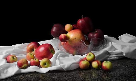 Apples II. From the bodegones series