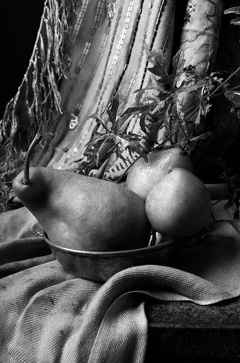 Peras con cortina marroquí III. Black & White. From the bodegon series, 2015