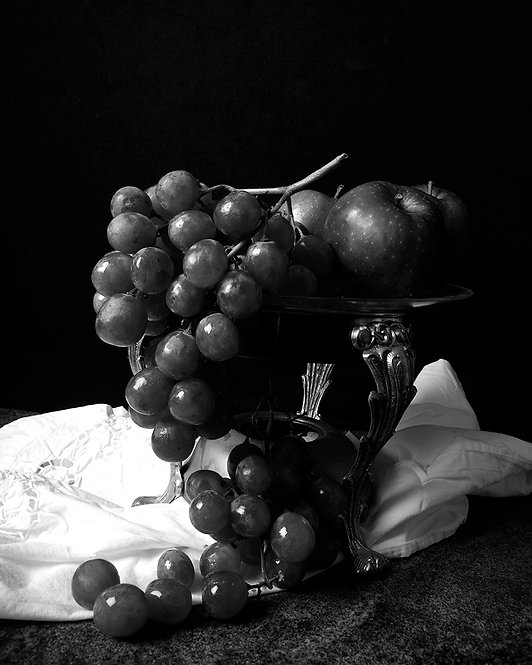 Grapes. Black & White. From the bodegon series, 2015