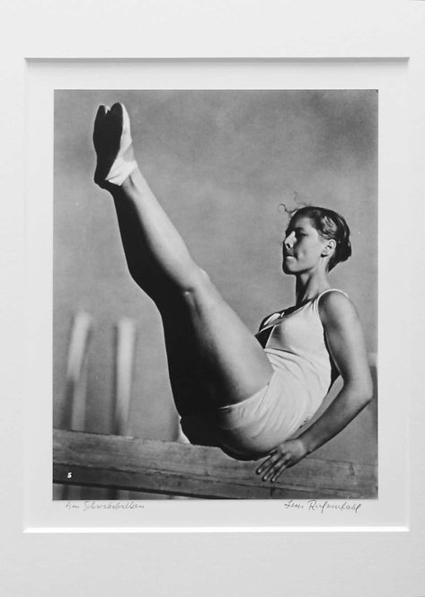 Am Schriebebalken, (Balance Beam),1936
