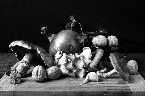Cebolla y Champiñones. Black & White. From the bodegon series, 2015