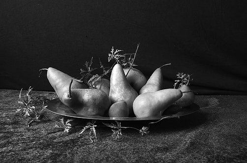 Peras con bandeja I. Black & White, From the bodegon series, 2015