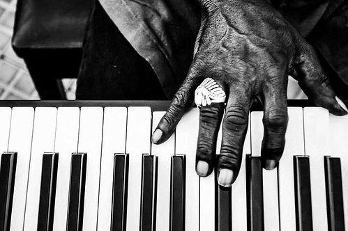 Mano Piano, 2018 (B&W)