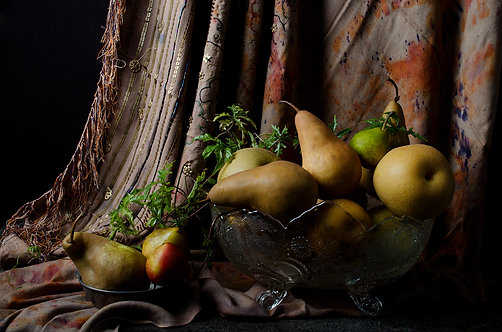 Peras con cortina marroquí. From the bodegon series2015