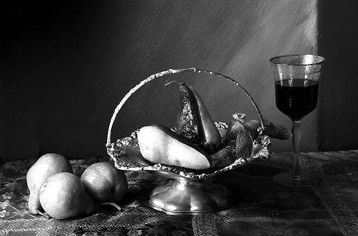 Peras en almíbar de vino rojo. Black & White, 2015