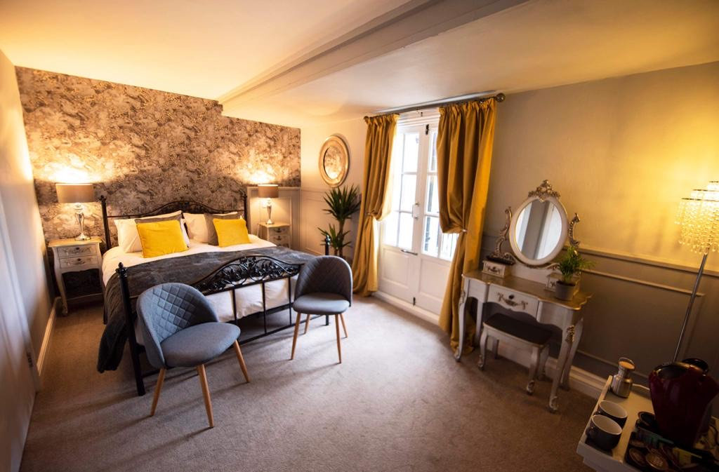 Ensuite Bedroom | Stay with us | The Capon Tree Townhouse