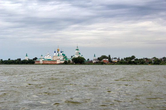 Ростовский кремль и озеро Неро