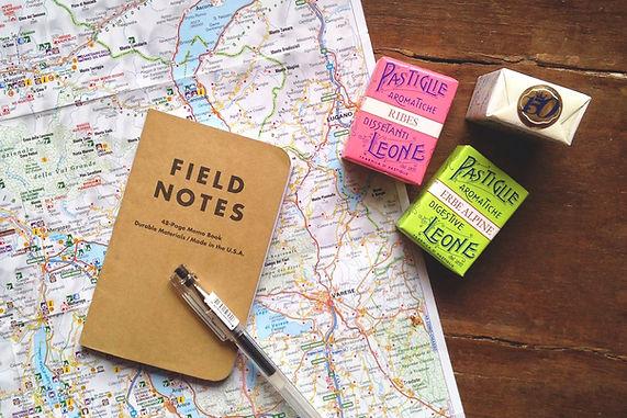 旅行地圖和日記