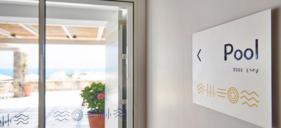 Εξειδικευμένη σήμανση για ΑΜΕΑ στο ξενοδοχείο σας, από την εταιρεία bratti