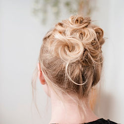 EMILIE GERBAUD COIFFURE ET MAQUILLAGE A DOMICILE VAUCLUSE MALAUCENE BRUSHING CHIGNON MAQUILLAGE JOUR MAQUILLAGE SOIR