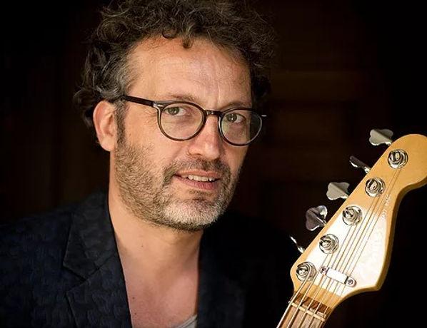 HUGO BARRE (Bass Guitare).jpg