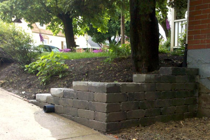 Corner retaining wall