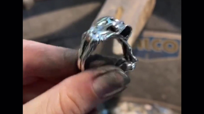 Skull & Crossbones Ring.mp4