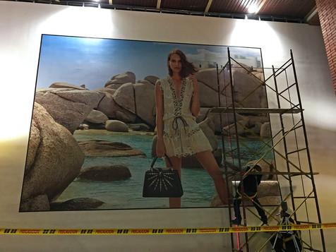 instalacion andino louis vuitton mural