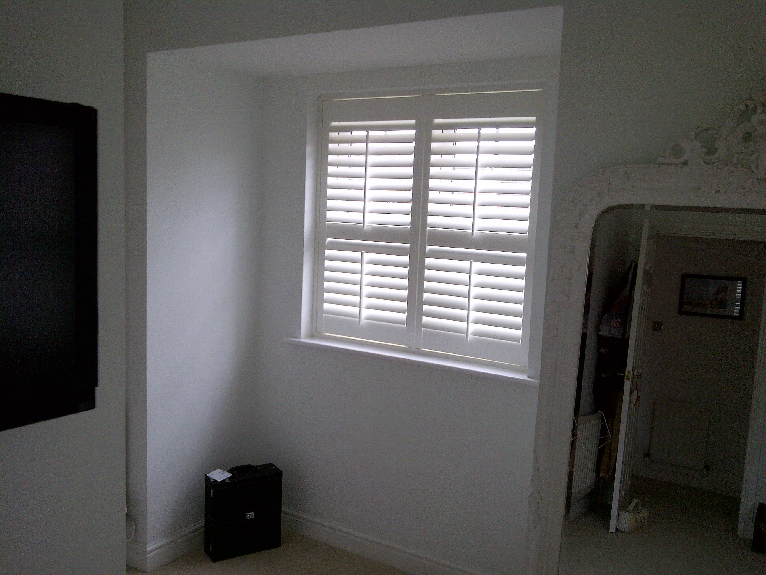centre mid rail shutters