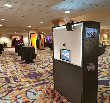 Free standing photo booth