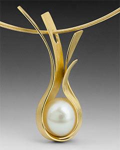 Dorothee Naumburg-Cradle pendant