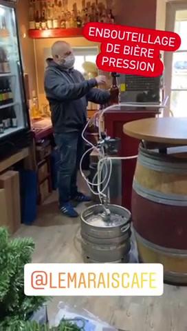 Système growler mis en place au marais café