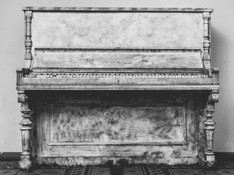 antique-black-and-white-musical-instrument-159480.jpg