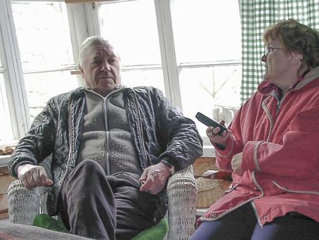 Puolanka-lehden kirjahanke kokoaa yksiin kansiin haastatteluja Maantieltä taloon -sarjasta