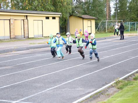 Touhula Puolangan päiväkodin olympialaisissa oli iloisia osallistujia