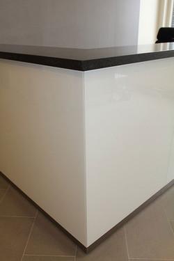 backpaintedglass-receptionist-edge
