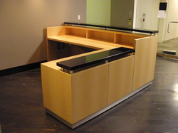 Maple-Absolute-Black-Desk-61-
