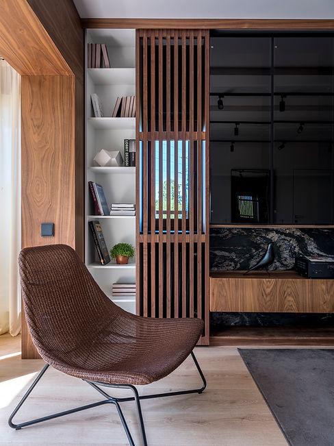 кресло в спальне