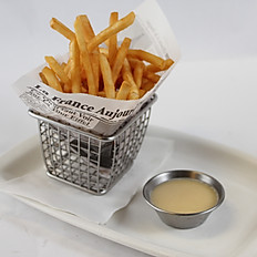 Shoe String Fries (1/2 portion)