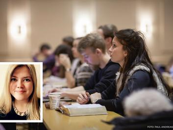Åse Kari (24) går på Bibelkveld i Oslo