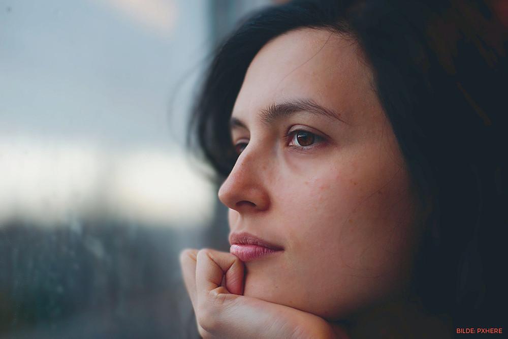 Noen mennesker blir født uten eller med defekte kjønnsorganer. Dette kan prege identiteten og en kan føle seg ufullkommen. Men egentlig er vi alle mennesker skapt forskjellige og det er det at vi ikke er like alle andre, som gjør oss til hvem vi er.