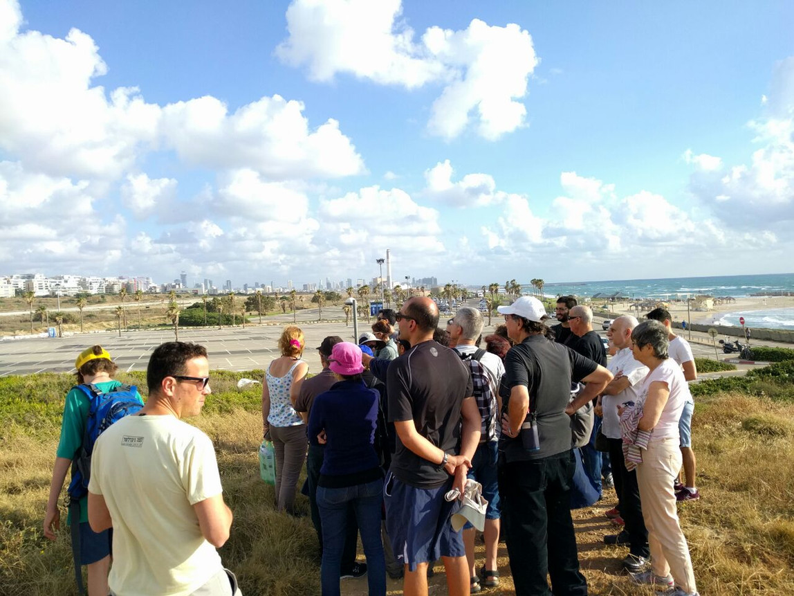 שדה דב- סיור עם פעילים