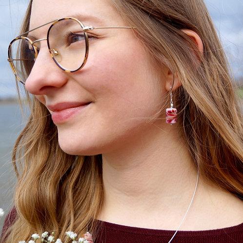 Rosarote Ohrhänger mit Konfetti-Kammzug-Muster