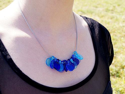 Collier mit blauen Blättchen
