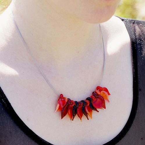Collier mit roten Blättern