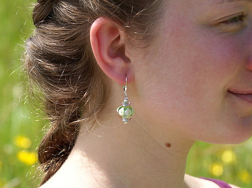 Verspielte Ohrhänger grün und rosa