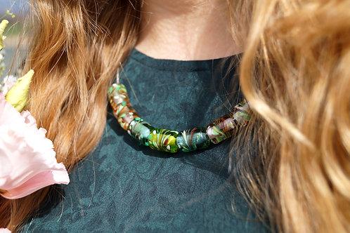 Collier mit Konfetti-Kammzugmuster in Grün, Aqua und Rosé