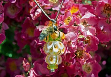 Eine Drohne ist eine männliche Biene und hat ihren ganz eigenen Platz in der Hierarchie der Bienen.