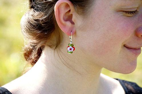 Ohrhänger hellrot und grün mit Blume