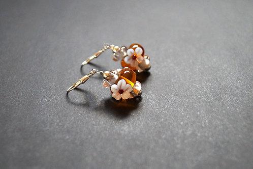 Ohrhänger honigfarben mit Blume